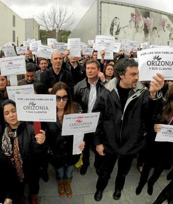 Trabajadores afectados por el cierre de Orizonia protestan en el Parc Bit, sede de la empresa.