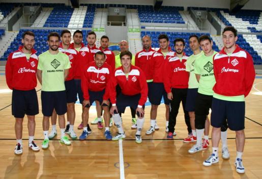 La plantilla del Palma Futsal posa en Son Moix en la jornada de este viernes.