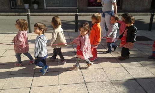 Los pequeños de la Escoleta Nova visitan el mercado de Santa Catalina.