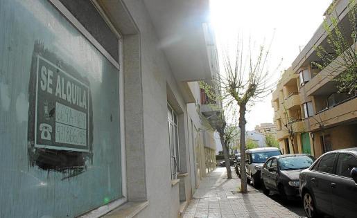 Los únicos letreros de alquiler corresponden a locales; la oferta de alquileres residenciales en el Moll es inexistente.