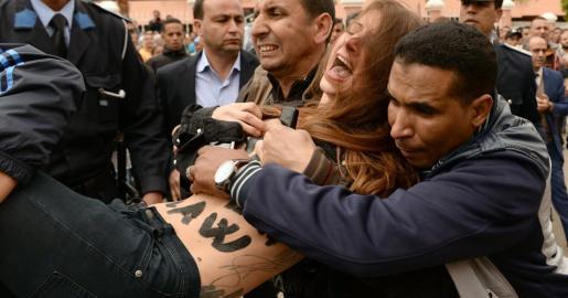 Dos activistas de Femen han sido detenidas durante el juicio a dos homosexuales en Marruecos cuando intentaban protestar contra la ley que criminaliza a los gays en el país africano.
