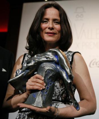 """La actriz Aitana Sánchez Gijón tras recibir el Premio Valle-Inclán, por su papel en """"Medea""""."""