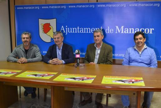 Domingo Martí, Bernadí Bou, Jaume Vaquer durante la presentación de la Fira de Vehicles d'Ocasió de Manacor.