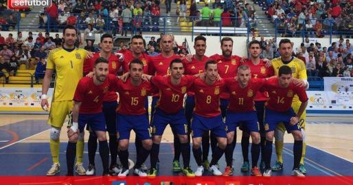 Los jugadores de la selección española de fútbol sala antes del incio del partido.