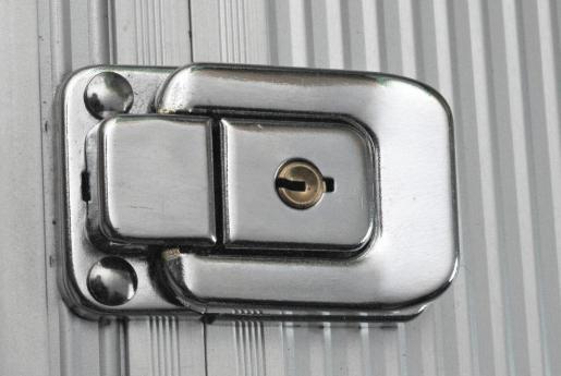 Imagen de archivo de una cerradura de una maleta.