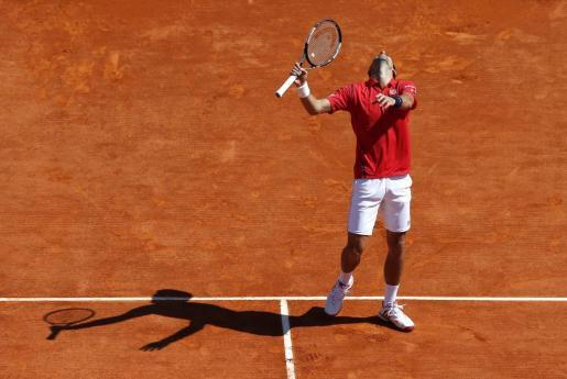 El tenista serbio Novak Djokovic durante el partido de segunda ronda del torneo Masters 1000 de Montecarlo ante el checo Jiri Vesely.