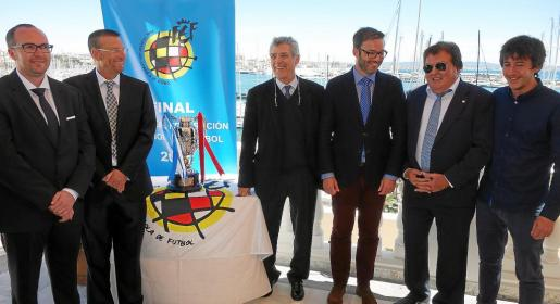 Lluc Martorell, Joan Bibiloni, Ángel María Villar, José Hila, Miquel Bestard y Xavier König, este miércoles en el Bahía Mediterráneo.
