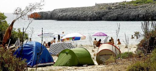 Cala Varques es la playa virgen del municipio que cuenta con más afluencia de visitantes durante todo el verano.