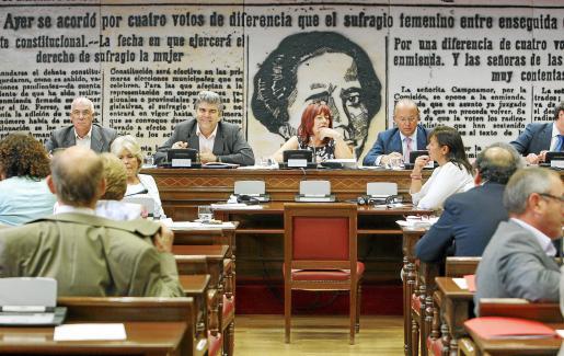 Vista de la Comisión de Trabajo e Inmigración del Senado, presidida por Lentxu Rubial.