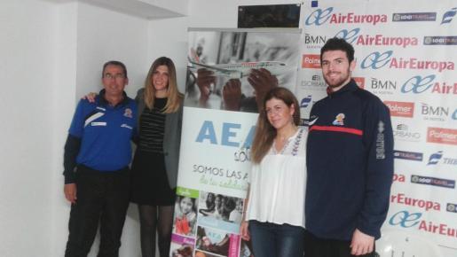 Durante el partido de este viernes entre Palma Air Europa y Barça B en Son Moix, se podrán realizar donativos a beneficio de la ONG AEA Solidaria. Isabel Ximelis, Marta Ríos, Xavi Sastre y Adrián Méndez presentaron la iniciativa.
