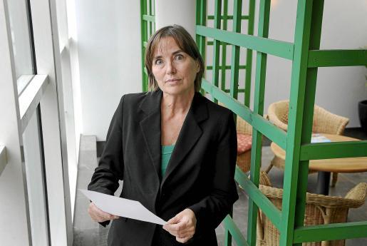 STO02 ESTOCOLMO (SUIZA) 25/8/2010.- La fiscal general sueca Eva Finné posa afuera de su oficina en Estocolmo, Suecia, hoy, miércoles 25 de agosto de 2010. Finné anunció hoy el comienzo de una investigación preliminar contra el fundador de Wikileaks, Julian Assange, por acoso, mientras cierra el caso por el que inicialmente era sospechoso de violación. EFE/Anders Wiklund/***PROHIBIDO SU USO EN SUECIA*** SUECIA-WIKILEAKS