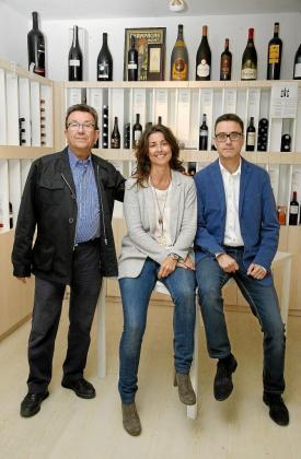Llorenç Catchot, fundador, junto a su hija Luisa, actual gerente, y su hijo Sito, director comercial.