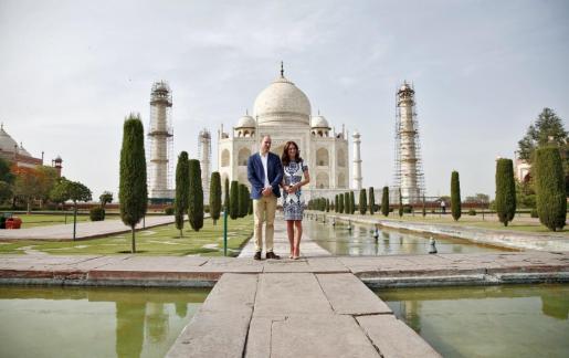 Los duques de Cambridge, frente al Taj Mahal.
