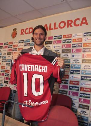 El jugador argentino ha sido presentado esta tarde como nuevo fichaje del Mallorca.