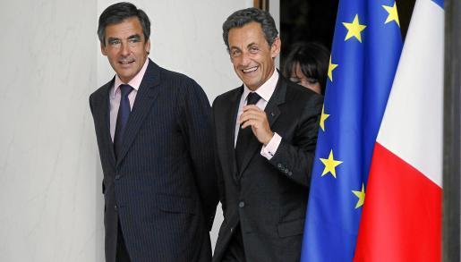 Nicolas Sarkozy, junto a su primer ministro, François Fillon, en una imagen tomada ayer.