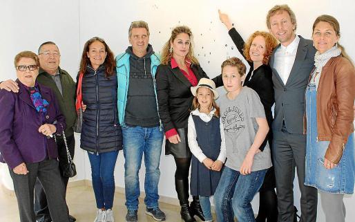 Fina Marí, Paco Frau, Rossella Castiglioni, Stefano Raja, Rosa Vanrell, Natasha Hall con sus hijos, Kiran e Innes; Andrew Colborne y Sanna Raistaisha.