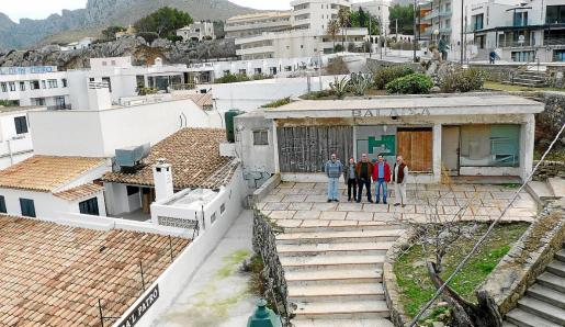 Los vecinos denuncian desde hace años la degradación del edificio Balaixa.