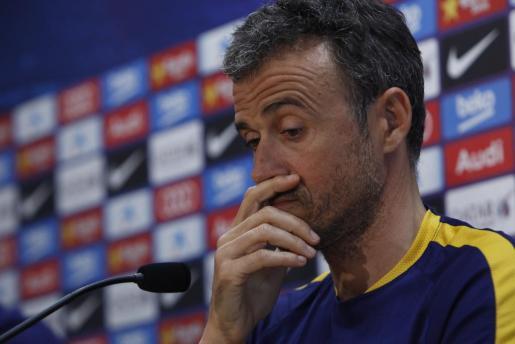El entrenador del FC Barcelona Luis Enrique Martínez, durante la rueda de prensa posterior al entrenamiento de la plantilla azulgrana este martes en la Ciudad deportiva Joan Gamper de Sant Joan Despí, donde preparan el partido de la trigésima cuarta jornada de liga contra el Deportivo de la Coruña.