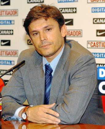 Toni Muñoz, director deportivo del Getafe, atiende a los medios de comunicación durante una rueda de prensa.