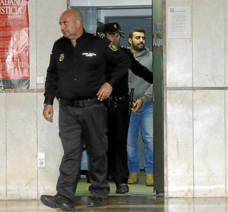 Harrak fue recluido en los calabozos del juzgado antes de ser llamado a declarar.
