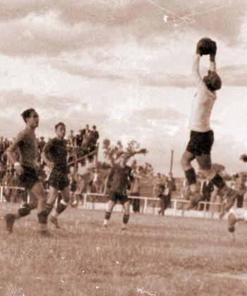 Abad, en acción, en uno de los partidos correspondientes a la década de los años 30.