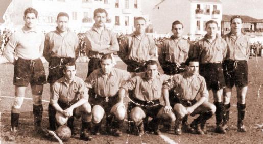 El Mallorca que jugó su último partido en el campo de Bons Aires. De pie: Ramallets, Tamayo, Picas, Castro, Mauri, Montalvo y Rovira. Agachados: García Díaz, Primo, Turró y Pueyo.