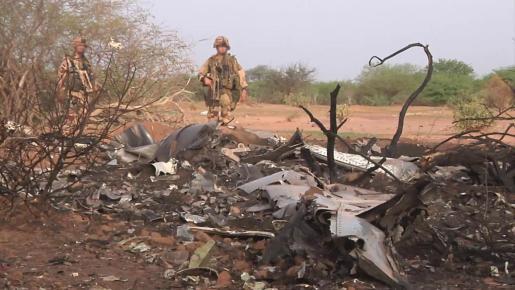 Restos del avión siniestrado en Mali.