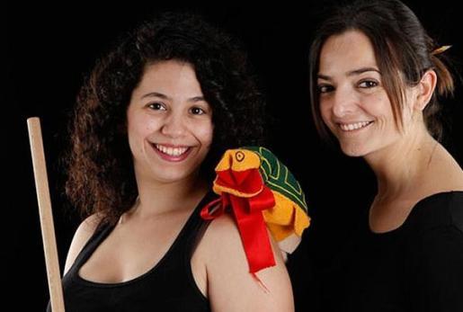 Irene Salord y Cristina Brunet protagonizan la obra familiar 'La rateta presumida'.