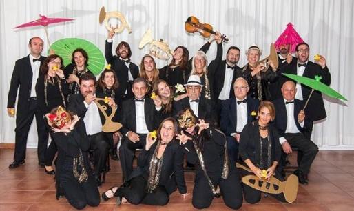 Quatre de Cor está formado por 24 músicos que cuentan con un amplio repertorio musical.