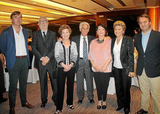 Pepe de Juan, Joan Martorell, Catalina Aguiló, Blai Vidal, Montserrat América, Maria Ramon y Javier Escudero.