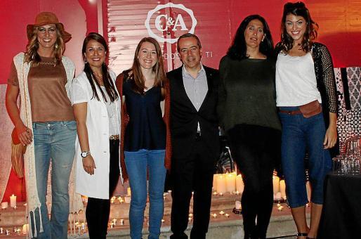 Lorena Abrines, Leticia Pérez de Camino, Paula Ahicart, Antonio Vázquez, Paola Plecel y Marta Lozano.
