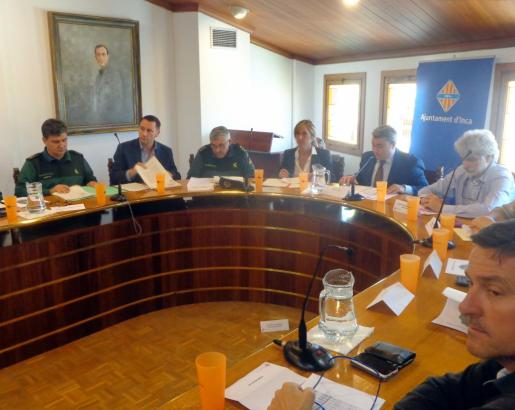 Momento de la Junta Local de Seguridad celebrada en Inca, presidida por Virgilio Moreno y Teresa Palmer.