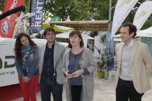 La presidenta Francina Armengol ha estado acompañada en esta inauguración del Salón Náutico de Palma por el conseller de Trabajo, Comercio e Industria, Iago Negueruela, y el de Territorio, Energía y Movilidad, Marc Pons.