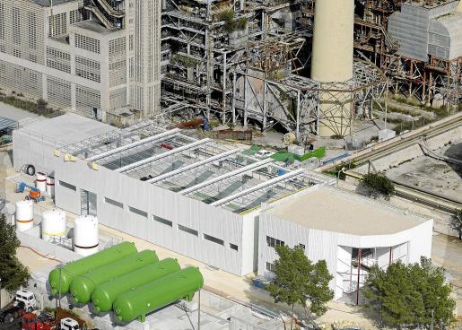 La nueva planta desaladora de Alcúdia tiene capacidad para producir hasta 21.000 metros cúbicos de agua diarios.
