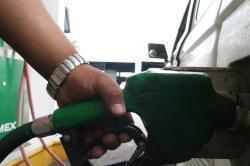 Servicio de gasolina, gasoil, agua, aire para los neumáticos...
