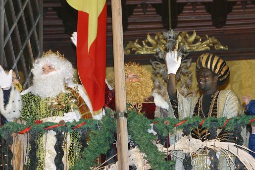 Los Reyes Magos en el balcón de Cort, en la cabalgata del pasado año.