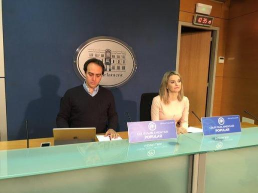 Álvaro Gijón y Marga Prohens durante la rueda de prensa que han ofrecido este lunes.