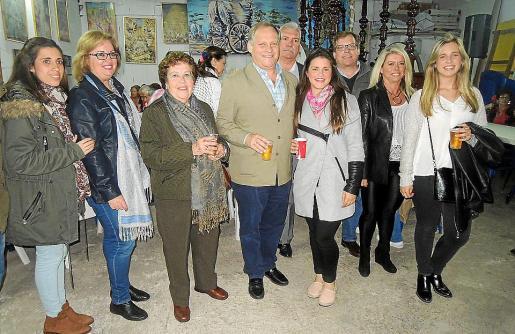 María Rodríguez, Sofía Seixas, Milagros Jiménez, Josechu Rodríguez, Manolo Sañudo, Cristina Rodríguez, Rubén Rodríguez, Soraya Seixas y Ana Rodríguez.