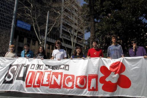 Joves per la Llengua durante la presentación de la manifestación que organizó el 25 de marzo de 2012 la Obra Cultural Balear para evitar que el catalán volviera a ser un mérito para acceder a la Administración.