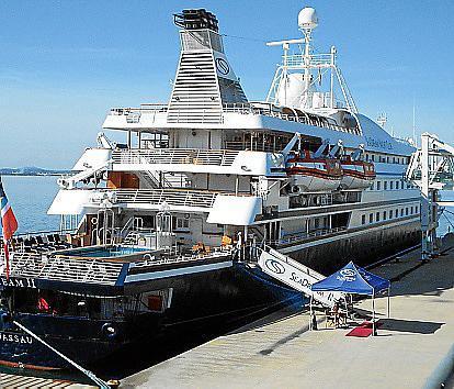 El crucero 'Sea Dream II' hizo escala este jueves en el puerto de Alcúdia.