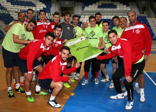 La plantilla del Palma Futsal, antes de inicar el viaje a Sevilla.