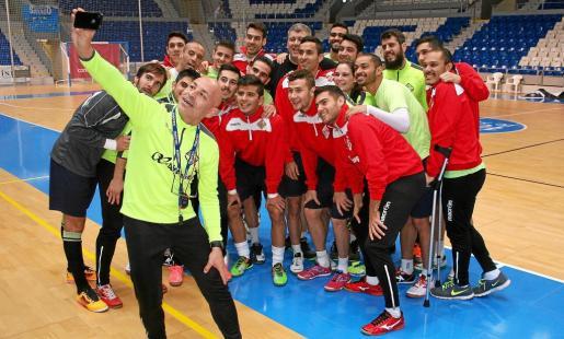 La plantilla del Palma Futsal se hace un 'selfie'.