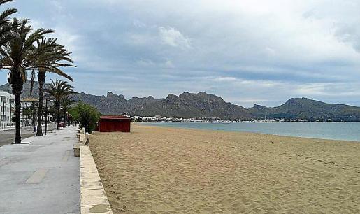 Las playas aún no disponen de hamacas ni sombrillas.