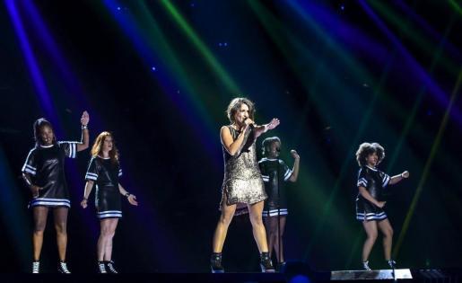 Fotografía facilitada por RTVE de la representante española en Eurovision 2016, Barei, actuando durante su primer ensayo.