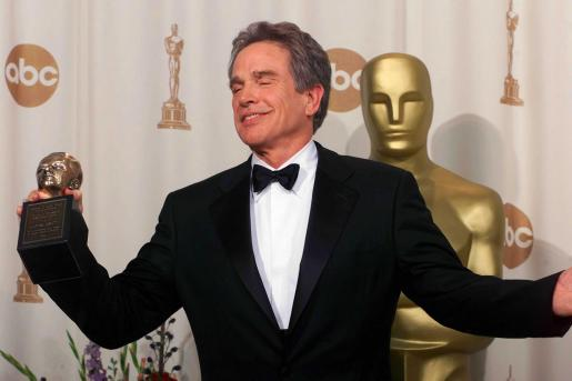 Warren Beatty recibio un Oscar al reconocimiento de toda su carrera.