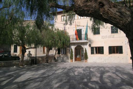La plaza del ayuntamiento de Mancor de la Vall.