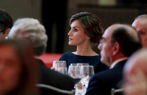 La reina Letizia durante la cena celebrada con motivo del 40 Aniversario del diario El País y la entrega de los Premios Ortega y Gasset de Periodismo 2016.