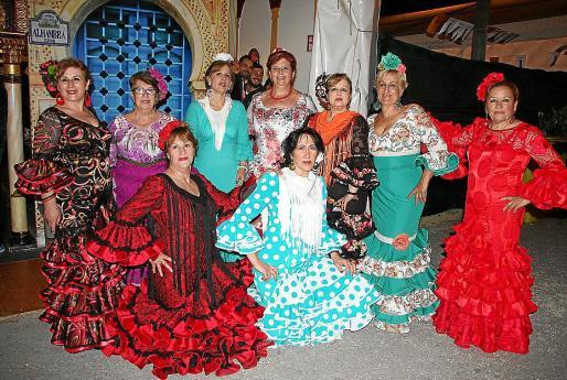 Isabel Moreno, Margarita Blanco, Piedad Cortés, Trini Mendoza, Nati Moreno, Mª Luisa Expósito y Mª Pilar Vicente. Agachadas: Maite Blanco y Aurora García.