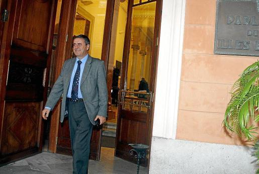 Rotger, el día que dejó el Parlament en 2012. Vuelve a primera línea por la puerta grande.