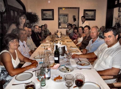 La cena de compañerismo de fin de fiestas patronales reunió a muchos amigos.
